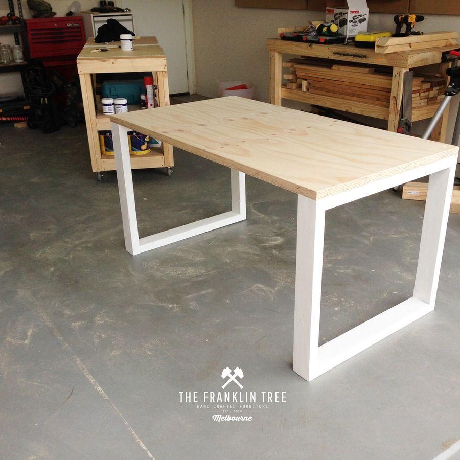 Bàn gỗ Plywood chân sắt hộp
