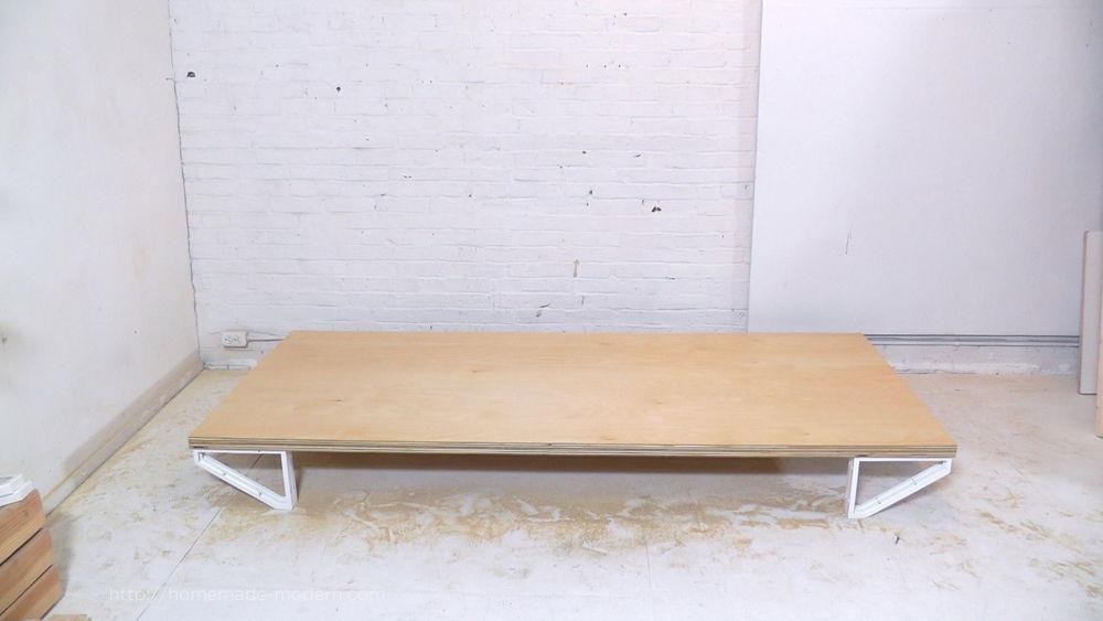 Gỗ Plywood kết hợp với khung chân sắt