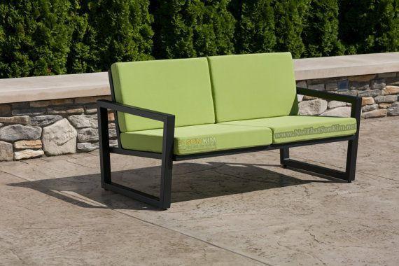 sofa khung chân sắt