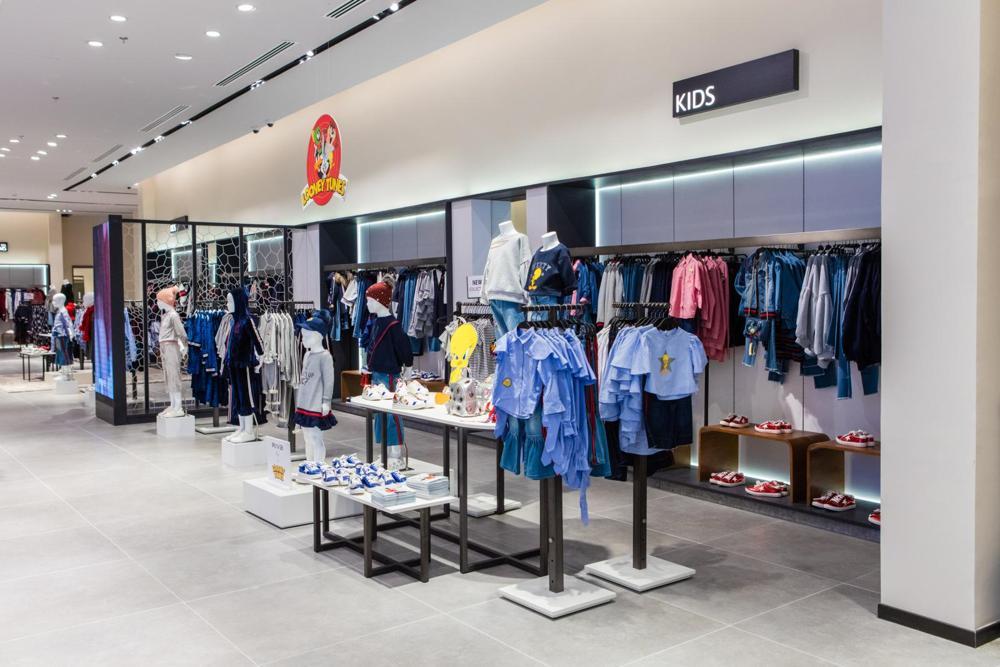 Thiết kế shop quần áo trẻ em trong trung tâm thương mại