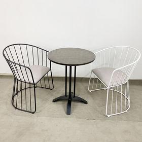 CBCF026 - Bộ bàn ghế cafe tròn gỗ tre và ghế vòm sắt có nệm