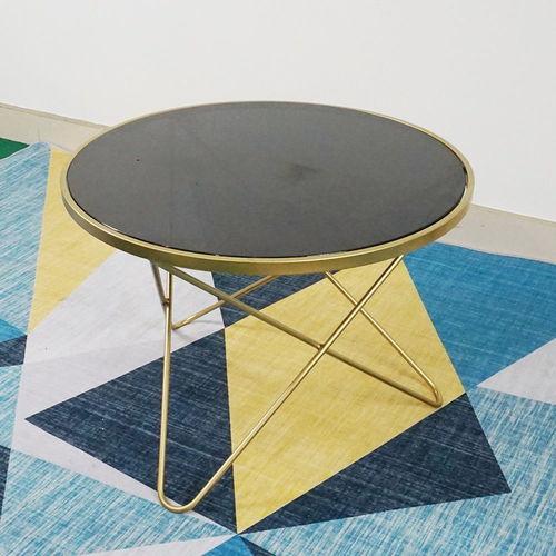 SFBT015- Bàn Sofa 3 chân chữ V vàng đồng mặt kính đen